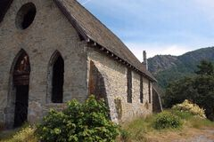 1800's石头建筑学教会 免版税图库摄影