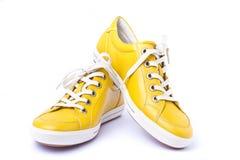 s穿上鞋子体育运动妇女 库存图片