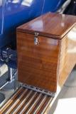 1920年` s葡萄酒汽车和储藏盒 库存图片