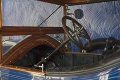 1920年` s葡萄酒汽车方向盘 免版税库存图片
