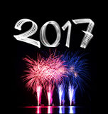 ` S Ève 2017 de nouvelle année avec des feux d'artifice Images stock