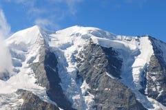 S'élever dans les Alpes suisses sur le ¼ de Piz Palà dans l'Engadin supérieur dans le ¼ de Graubà de canton nden photos libres de droits
