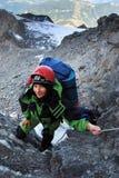 S'élever de femme d'alpiniste Photos libres de droits