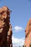 S'élever de grimpeur de roche Images libres de droits