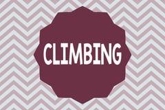 S'élever des textes d'écriture de Word Concept d'affaires pour l'activité de sport des montagnes ou des falaises s'élevantes dur  images libres de droits