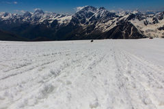 S'élever sur la montagne Elbrus Images stock