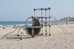S'élever sur la plage photographie stock libre de droits
