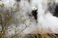 S'éteindre le feu a détruit la maison de village le 5ème oct. image libre de droits