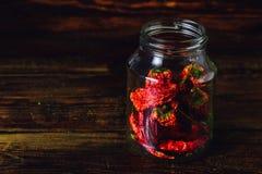Słój Wysuszeni Czerwoni Chilii pieprze Fotografia Stock