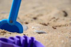 ` S детей установило для игры с песком на seashore Стоковые Фотографии RF