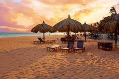 ` S зонтика пляжа на пляже Druif на острове Аруба в Вест-Инди Стоковая Фотография RF