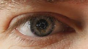 ` S людей наблюдает с футуристическим программным интерфейсом акции видеоматериалы
