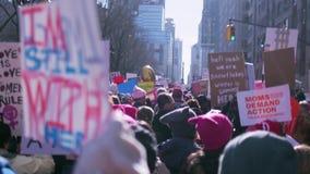 ` S март 2018 женщин в Нью-Йорке акции видеоматериалы