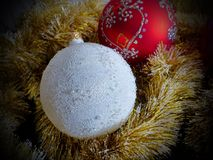 ` S Нового Года забавляется на ветвях мех-дерева стеклянная сфера предпосылка праздничная ` S Нового Года и рождество Стоковое фото RF