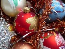 ` S Нового Года и рождество Стеклянные сферы и свеча рождества Интерьер Нового Года Стоковые Изображения
