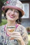 1920s одели девушку с портретом бокала вина Стоковые Фотографии RF