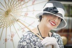 1920s одели девушку с портретом парасоля Стоковые Фотографии RF