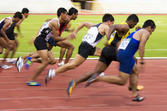 s спринт в 100 запачканный людей метров Стоковые Фотографии RF