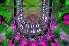 ` S цвета в соборе Бове стоковые фото