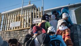 ` S Шри-Ланка Адама, 15-ое января: Неопознанные люди на Sri Pada в Шри-Ланке Это важное место паломничества Стоковая Фотография