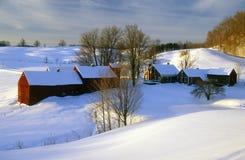 S 日出的伍德斯托克农场在冬天雪, VT 免版税库存照片