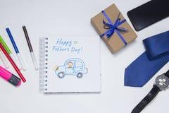 ??` s?? 爸爸的礼物 E 愉快的父亲节儿童的图画使用蜡笔的 免版税库存图片