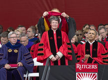 S 约瑟琳・贝尔・伯奈尔和贝拉克・奥巴马在罗格斯大学出席250th周年开始 免版税库存照片