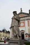 S 自由广场和女性雕象, Castelfranco,意大利 免版税库存照片