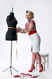 γυναίκα ραφτών ατελιέ s Στοκ φωτογραφία με δικαίωμα ελεύθερης χρήσης