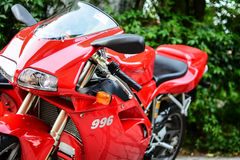 红色杜卡迪996s摩托车 库存照片