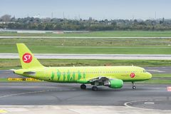 S7 Airlines Airbus A320 taxiing Royalty Free Stock Photography