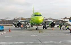 S7 Airlines-Luchtbus A320 bij Tegel luchthaven in Berlijn, Duitsland royalty-vrije stock foto