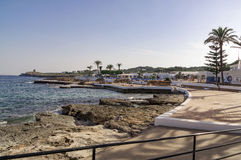 S'algar en España en la extremidad meridional de la isla que mira hacia fuera hacia el mar Mediterráneo Fotos de archivo