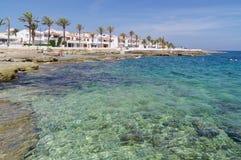 S'algar w Hiszpania na południowej poradzie wyspa przyglądająca w kierunku morza śródziemnomorskiego out Zdjęcia Stock