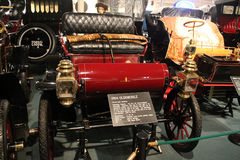 1900s American motorcoach in museum. Antique American car in museum around other early twentieth century motorcars. 1904 Olds Curved Dash Runabout at car museum Stock Photo