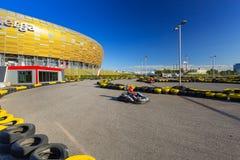 S'attaquent la voie de kart au stade d'Energa à Danzig photos libres de droits