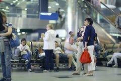 On s'attend à ce qu'Assengers reprenne à l'aéroport Images libres de droits