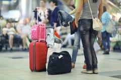 On s'attend à ce que des passagers reprennent à l'aéroport Image stock