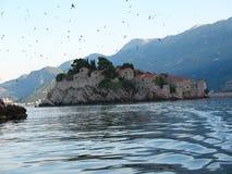Sławna wyspa Sveti Stefan w Adriatyckim morzu blisko Budva Montenegro Zmierzch Zdjęcie Royalty Free