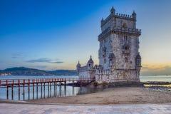 S?awni Turystyczni miejsca przeznaczenia Belem wierza na Tagus rzece w Lisbon przy Błękitną godziną, Portugalia zdjęcie royalty free