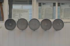 S?awny Checkpoint Charlie w Berlin obrazy stock
