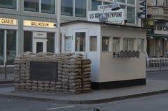 S?awny Checkpoint Charlie w Berlin fotografia royalty free