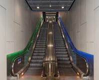 s Bahn驻地Taunusanlage,法兰克福,德国的自动扶梯 库存图片