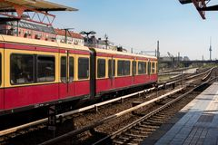 S-bahn train waiting at staiton in Berlin - TV tower at Alexanderplatz in the background stock images