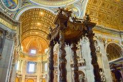` S Baldachin Baldacchino di San Pietro, L ` Altare di Be di St Peter Fotografia Stock Libera da Diritti
