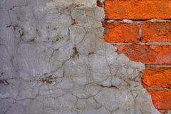 S-Beschaffenheit der im altem Stil Wand 'des Zementes und der Ziegelsteine Stockfotos