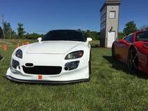 S2000 bianco all'automobili ed evento del caffè immagini stock