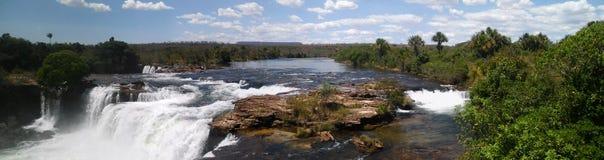 ` S Cachoeira DA Velha - Velha Wasserfall - panoramisch, Jalapao, Brasilien stockfoto