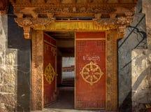 ` S da porta do monastério de Chemdai, Jammu e Caxemira imagem de stock