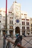 S Das Quadrat des Kennzeichens und Tauben, Venedig, Italien stockfotografie